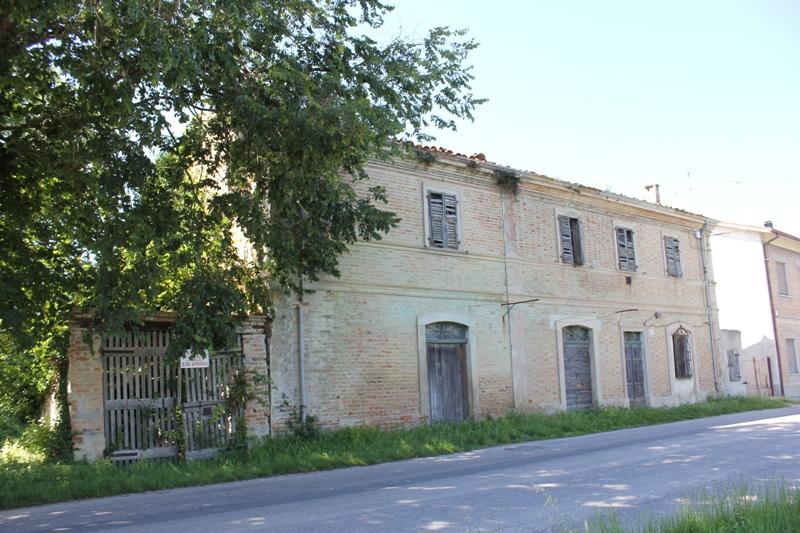 Vendita casa colonica fano sfera agenzia immobiliare for Casa colonica coloniale